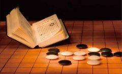 秦汉胡同教育上海秦汉胡同围棋老师为学员整理下棋方